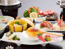 *【夕食一例】旬のご当地食材をふんだんに使用したお食事は、当館の自慢の一つ。