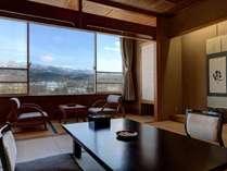 *【部屋】天気が良い日はお部屋からも雄大な蔵王連峰を一望できます。