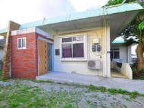 【外観】沖縄今帰仁村にあるバリアフリーの広々一戸建てのペンションです。