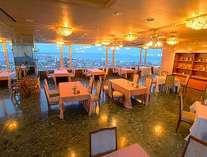 薄暮のレストラン
