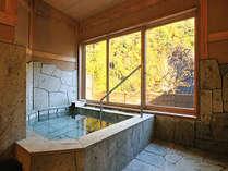 秋の貸切風呂「沢桔梗」