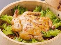 わいた温泉郷の名物料理「鶏の地獄蒸し」。2名様から1羽付とボリュームも満点♪