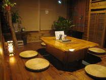 【談話室】 グループで一緒に飲んだり、話したり。他のゲストと交流できる場所です
