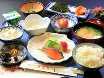 【1泊朝食】夕食は他店でご自由に♪朝は健康的な和定食!ほかほかご飯に合うおかずをご用意しております♪