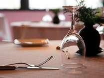 食事は夕・朝ともにレストラン「CLOUD」にてご用意致します。