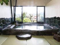 ◆源泉巨石風呂~50トンの大岩をくりぬいた圧巻の大きさ!!