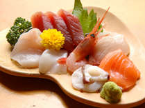 ◆【親父イチ押しの刺身】西は沼津港、東は川奈港と季節の旬に合わせた鮮魚を仕入れています