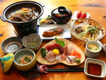 ◆夕食献立一例~新鮮でぷりぷりのお刺身を始め和牛の陶板など伊豆の旬彩をお楽しみいただけます