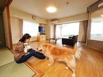 わんちゃんルームは和洋室だからフラットにお寛ぎいただけます。