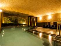 大浴場内風呂には温泉、水風呂、サウナ、シャワーが備わっています。