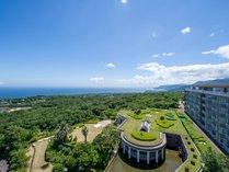 ヴィラージュから望む海一望の眺望。相模灘や天気が良い日は伊豆七島も望めます。
