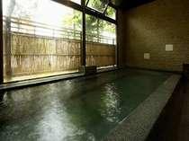 男性用お風呂です。掛け流しの温泉をお楽しみ下さい。