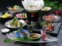 【山里会席】スタンダード会席。地元の食材にこだわった自慢のお料理。※季節によって内容は変わります。