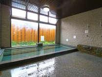 100%かけ流しの上質な天然温泉。pH9の高アルカリ性×硫黄成分でダブル美肌効果♪