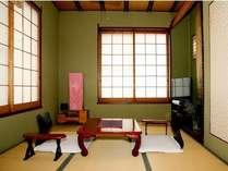 和洋室の6畳間です。入口からの写真です
