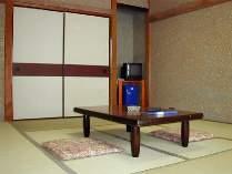 [写真]ゆっくりくつろげる和室ってやっぱりいいかも・・・。