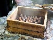 【温泉蒸し卵】黒川では奥の湯にしかない蒸し処で作る味は格別!一個50円。お夜食やお風呂あがりに♪