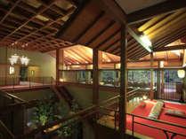 【ロビー】緑霞山宿(りょくかさんしゅく)に相応しい緑が建物を包み込みます。