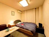 *[洋室ダブル一例]広さ約7.5畳。ビジネスや一人旅に、気楽にくつろぎたい方におすすめ。