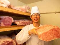 【A5ランク山形牛】肉質がきめ細やかで柔らかく、甘味のある上質な脂と、細かく適度な霜降りが特徴です。