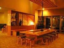 *【館内/ロビー】ロビーには囲炉裏があり、和風旅館の雰囲気を存分に出しています。
