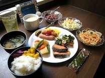 """平成23年6月~NEW OPEN!""""美ら風""""朝食盛付例 和食バイキング形式"""