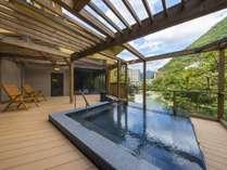 渓谷露天風呂【男湯】足がスクムほどの絶景風呂、景色も温泉も【一級品】