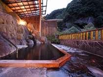 この時期は、やっぱり夕暮れ!景色を眺めながら川のせせらぎの調を楽しんでください。