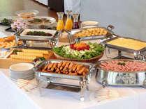 【朝食付】お好みの料理を好きなだけ♪和洋折衷バイキングでしっかり朝ごはん