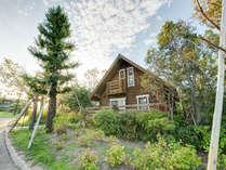 *【ログハウス外観】北欧・北米の各国から輸入。自然の中に調和した本格ログハウス。