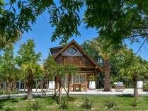 """【ログハウス A-type """"Palm Terrace""""】そら植物園プロデュースの特別なログハウス。"""