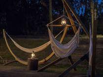 【森の火と月ホール】灯りと音と影が風に揺れて癒すシンフォニーをハンモックに揺られてタイムデトックス