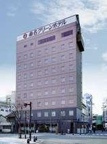 JR・近鉄「桑名駅」東口より左手の階段から徒歩1分。長島温泉・長島スパーランドへもアクセス良好♪