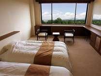 40平米の広々としたツインルーム。全ての客室より阿蘇五岳が望めます。