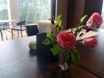 レストラン・客室・ホール等、四季を感じられる花を常に配置