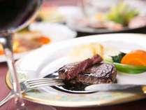 精肉店直営ホテル自慢のA4等級極上豊後牛サーロインをメインとした和洋折衷コース料理が好評です。
