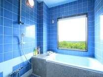 客室のお風呂も実は、温泉!「単純鉱泉」なので沸かして提供します。ロケーションは抜群!