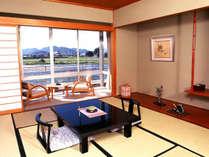 【川側十畳客室】全室から長良川を見ることができます。