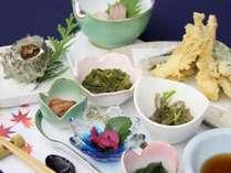 【夕食】イメージ。佐渡産の食材にこだわった地元のお母さん達が作る島ごはんをご堪能ください。