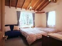 ベッドルーム。常にきれいにベッドメイクしております。
