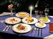 季節の素材を使った洋食コースは全9皿。カジュアルな雰囲気でどうぞ。朝食は毎朝焼き立てパンをご提供。