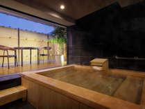 """【貸切風呂】<昨年★オープン>檜・御影石の2タイプ""""テラス付き""""スイートクラスの湯浴みを堪能♪"""