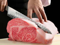【あづま屋の肉】山形の顔である米沢牛・山形牛を季節や状況に応じて厳選。様々な調理法で魅せる。