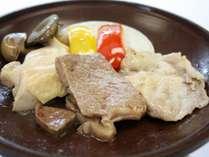 【10月~3月】食べ比べ陶板焼き[蔵王山麓牛・伊達桜ポーク・森林鶏]≪夢会席≫