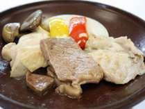 【11月~3月】食べ比べ陶板焼き[蔵王山麓牛・伊達桜ポーク・森林鶏]≪味覚三昧膳≫