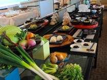 【朝食】一日の元気の源。おいしい和洋バイキングをご用意!!