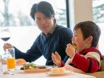 家族で楽しいお食事タイム♪