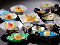 日本料理(イメージ)新鮮な野菜と旬の食材を使用した会席コース