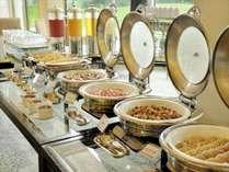 和洋バイキング(朝食)緑が美しいダイニングで爽やかな朝をお迎えください。