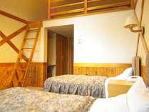 木のぬくもりあるお部屋です。ホテル(ロフト付ツイン)